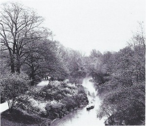 Riverway, c. 1920 View upstream from the Longwood Avenue Bridge in 1920, twenty-eight years after construction (Thomas Elison, photographer, Frederick Law Olmsted National Historic Site).